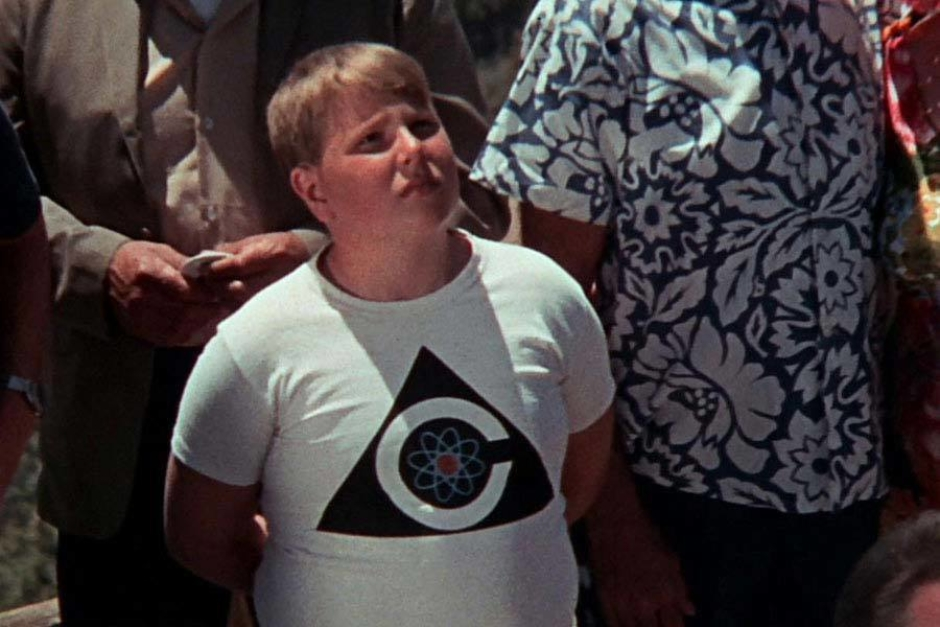 "<p><strong>Figure 4.20</strong> On a child's t-shirt, as he is presented with the choice between ""the peace of plenty and content, or the peace of unburied death.""</p>"