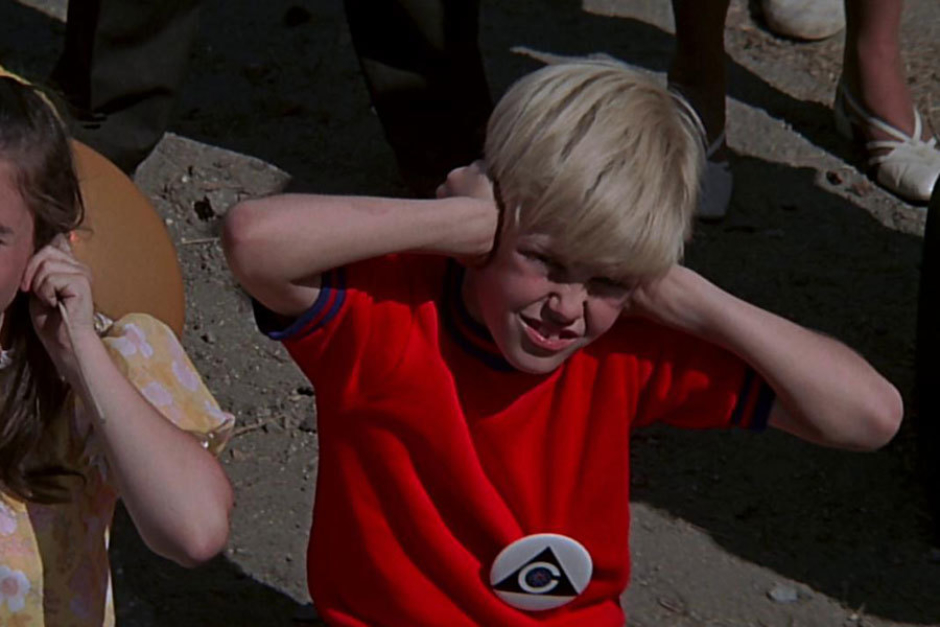 <p><strong>Figure 4.22</strong> On a large white pinback button worn by a child, covering his ears at the sound of a nuclear explosion broadcast by Colossus.</p>