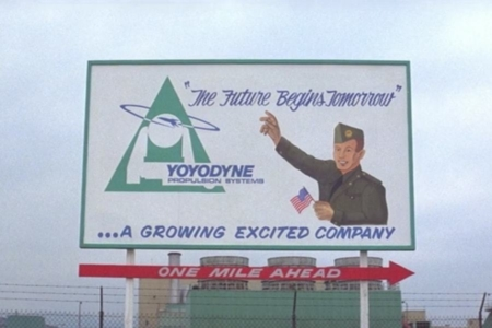 <p><strong>Figure 10.7</strong> The triangular green and blue logo for Yoyodyne Propulsion Systems, as seen on billboard signage in <em>The Adventures of Buckaroo Banzai Across the 8th Dimension</em>.</p>