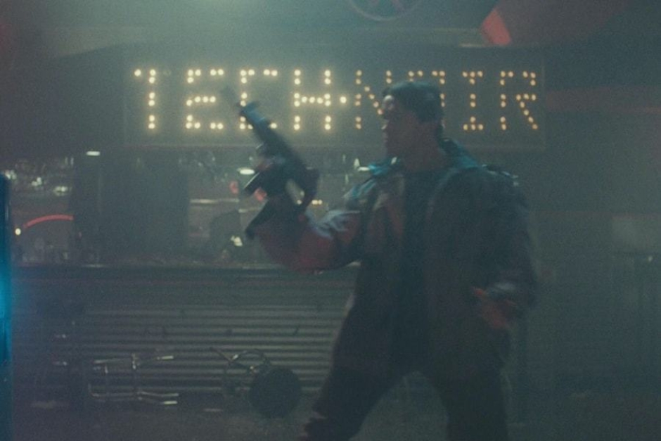 <p><strong>Figure 1.2</strong> A good view of the Tech Noir light bulb signage can be seen above the bar, as the Terminator shoots at a fleeing Sarah Connor.</p>