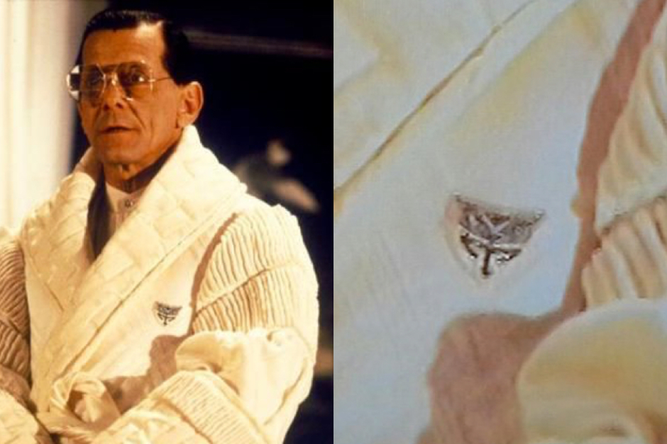 <p><strong>Figure 4.2</strong> Zooming in on the mark, as it appeared in a promotional photo of Tyrell wearing the robe.</p>